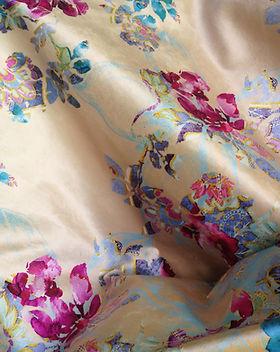 Nara Textile Ameublement-Lumineux-Elegant-Couleurs Fraiches-Motifs Japonisants-Contraste-Rouges-Bleus-Roses-Jaune-Dore