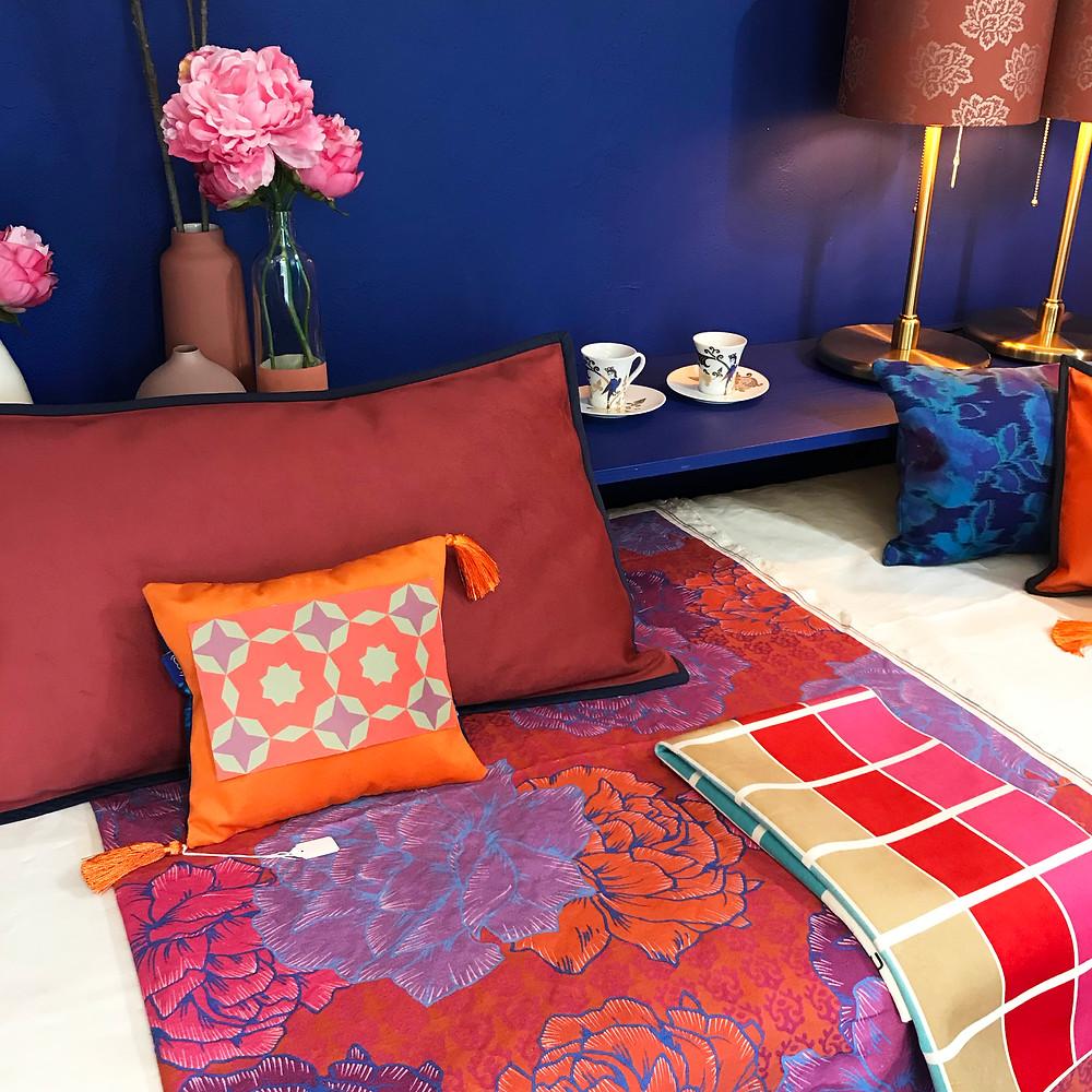 Motif-Imprime-Bloom-Ambiance-Chaude-Contraste-Rouge-Bleu