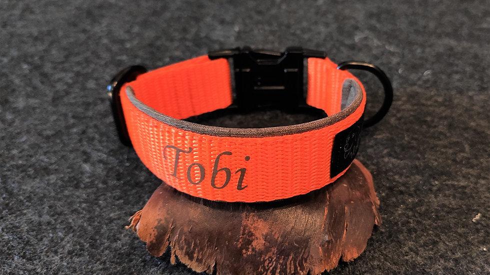verstellbares Gurtband-Halsband mit Beschriftung