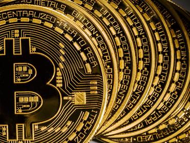 سعر البيتكوين يقفز بنحو 900 دولار، هذا هو عالم العملات الرقمية!