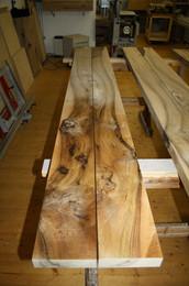 Holzbild: Nussbaum Esstisch massivholz.JPG
