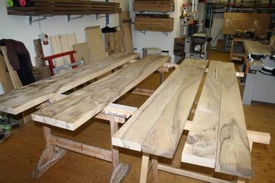Holzmaserung: Nussbaum Esstisch massivholz.JPG