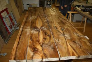 Maserungsbild: Nussbaum Esstisch massivholz.JPG