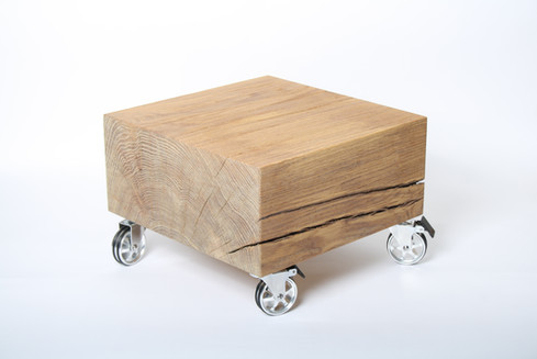 Massivholz-Beistelltisch Massivholzdesign.jpg