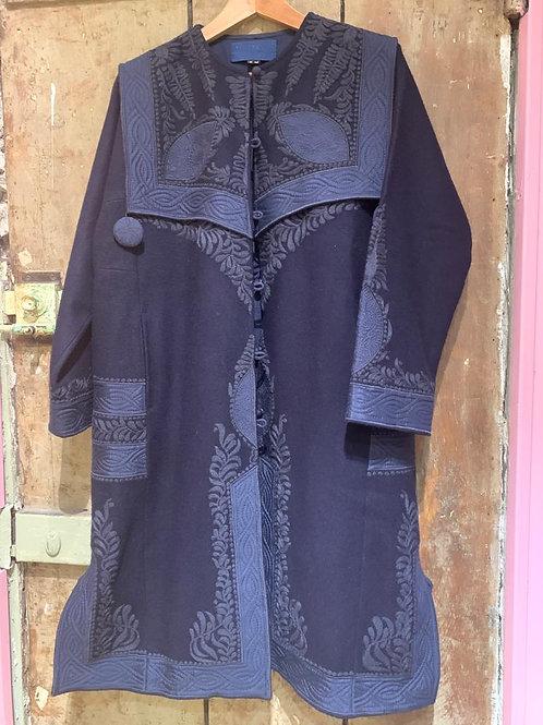 Manteau en laine bleu marine brodé