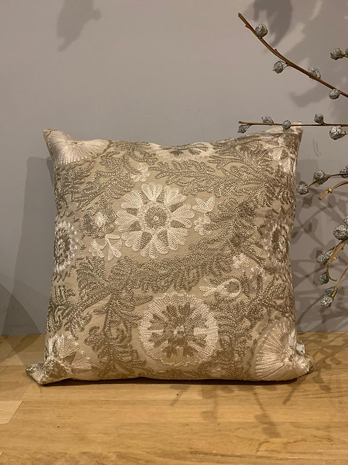 Coussin broderies Suzani