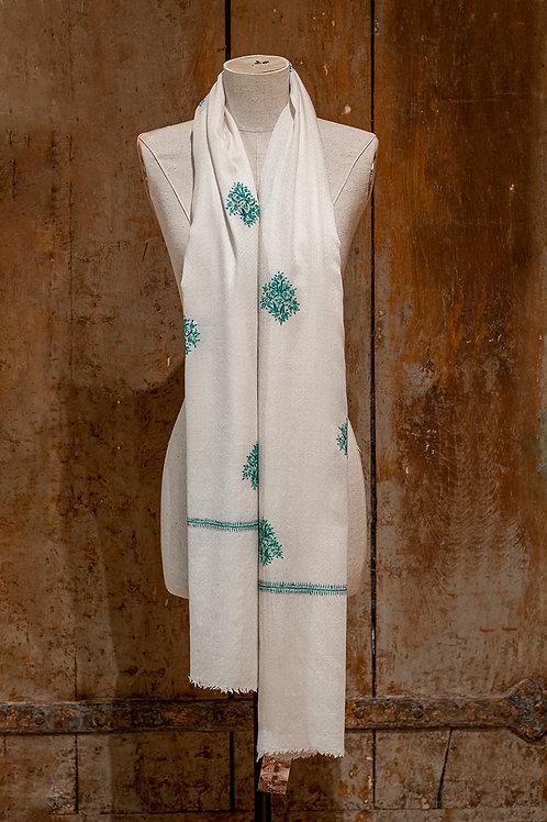 Châle en cachemire ivoire, broderie turquoise réalisée à la main