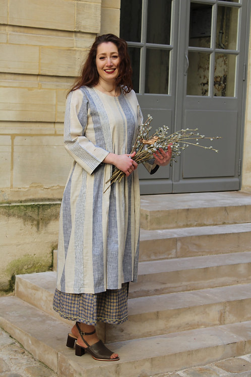 Robe Amy Isa rayures beige et bleu ciel 100% coton tissé main