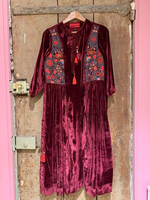 Robe en velours de soie grenat broderies Suzani 1
