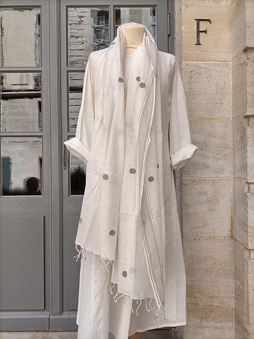 Foulard en khadi de coton filé et tissé à la main au Bengale motifs à pois