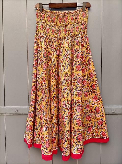 Jupe en coton imprimé à la main à motifs rouge sur fond jaune