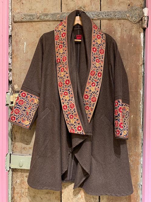 Manteau cape brun en laine broderie Mille Fiori