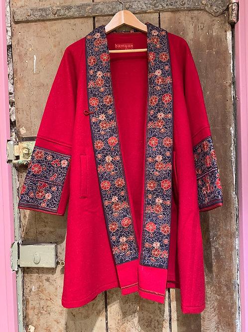 Veste Akaya en laine rouge, broderies Mille Fiori