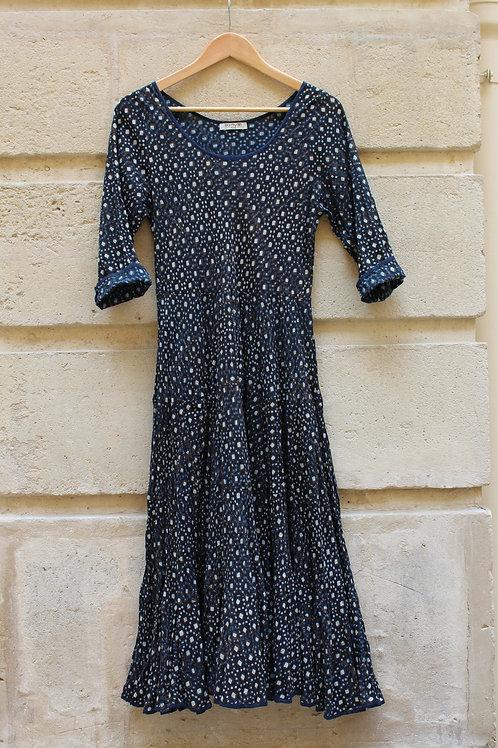 Robe Mary 100% coton imprimé à la main.  Petit motif blanc imprimé sur fond noir