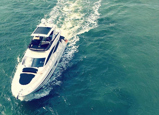 yacht-32EVZ6Y.jpg