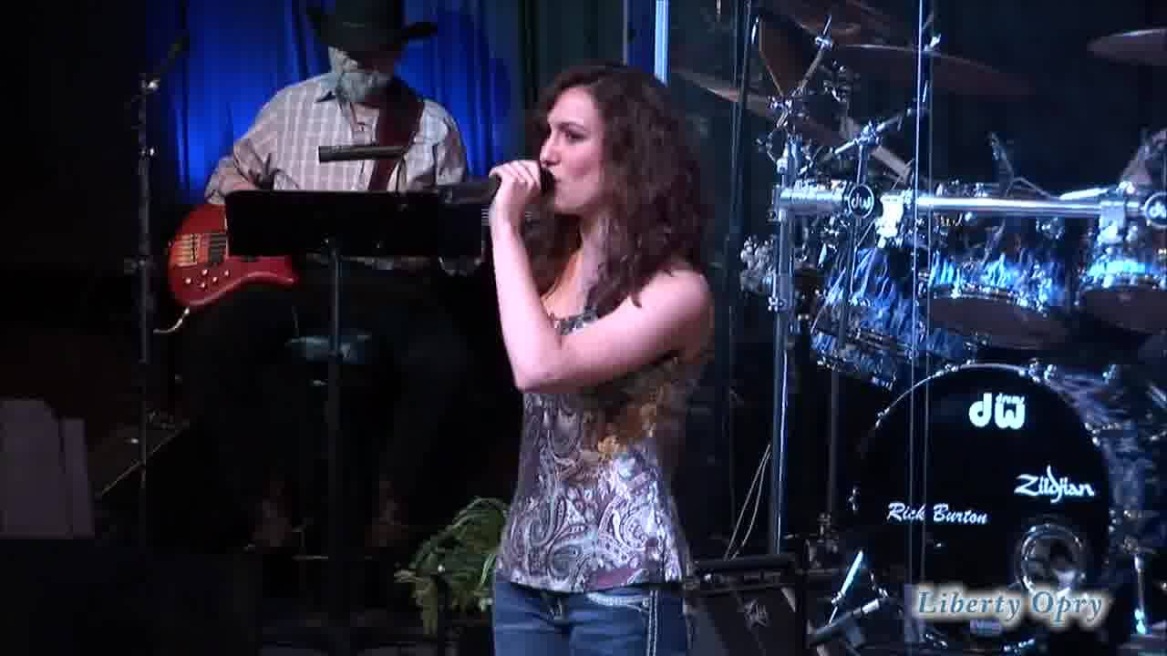 Lexi Stavinoha Sings at The Liberty Opry