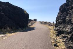 三原山火口への遊歩道