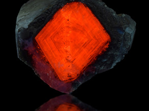 Fluorescent Calcite Diamond, Palmarejo Mine, Chínipas, Chihuahua, Mexico
