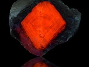 Fluorescent Calcite Diamond, Palmarejo Mine, Chínipas, Chihuahua, Mexico