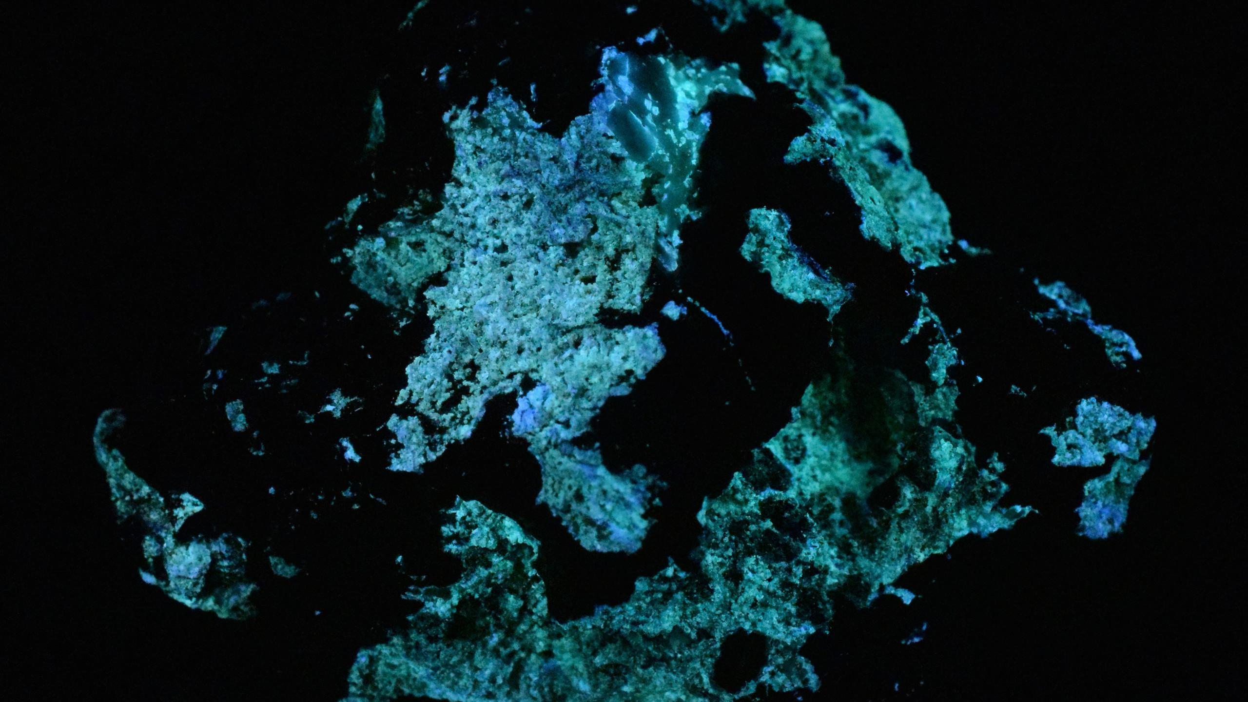 Phosphorescence after Short Wave UV