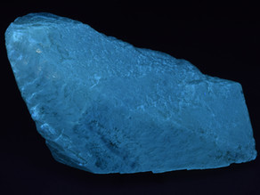 Interesting Zonal Fluorescence in a Barite Crystal from the Linwood mine, Buffalo, Iowa