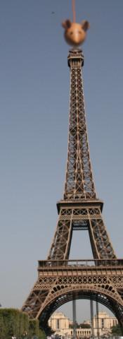 Mickey monte  la Tour Eiffel FILEminimiz