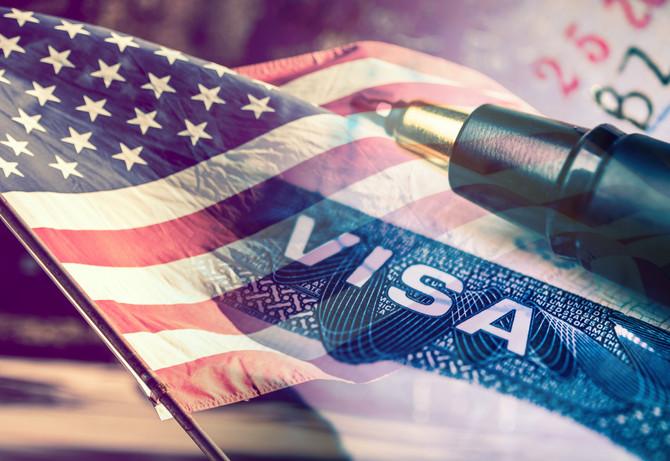 Czy wiza J-1 pozwala wyjechać z USA i wrócić podczas trwania programu?