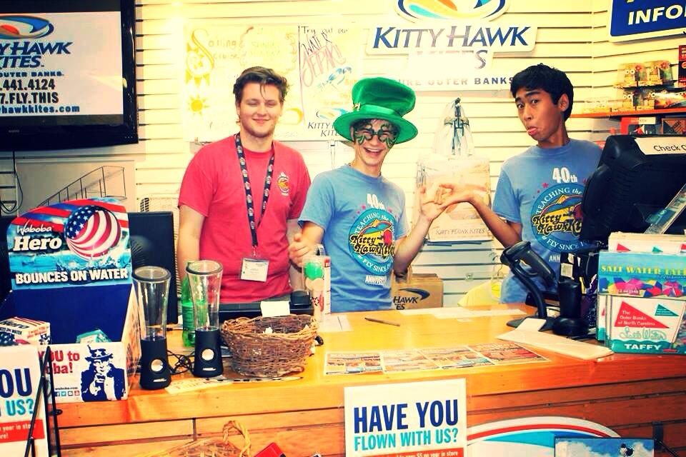 Kitty Hawk Kites pracowniki kolory