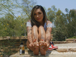 Vernizy Returns To Model Her Feet Again!