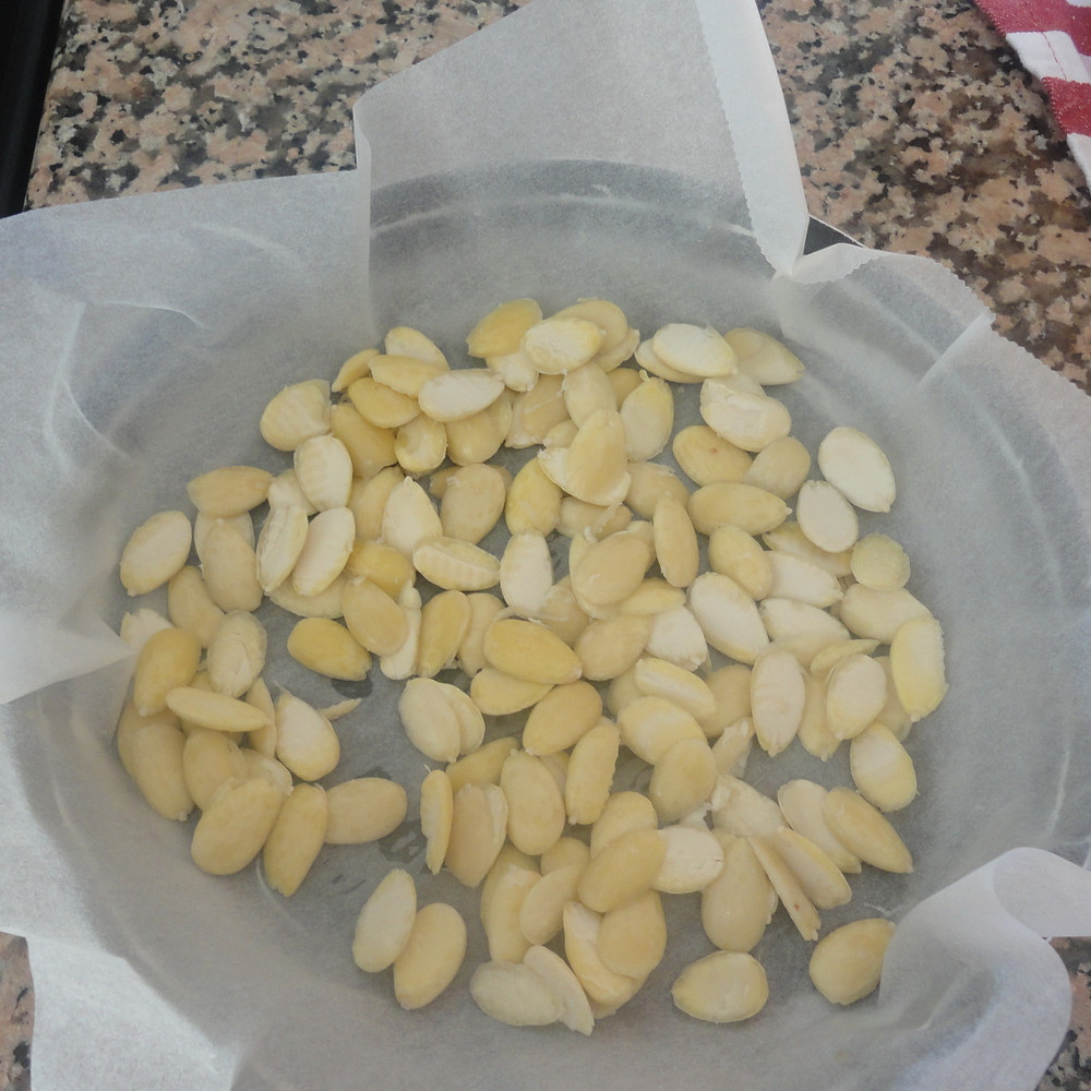 cleaned and sliced halfways almonds
