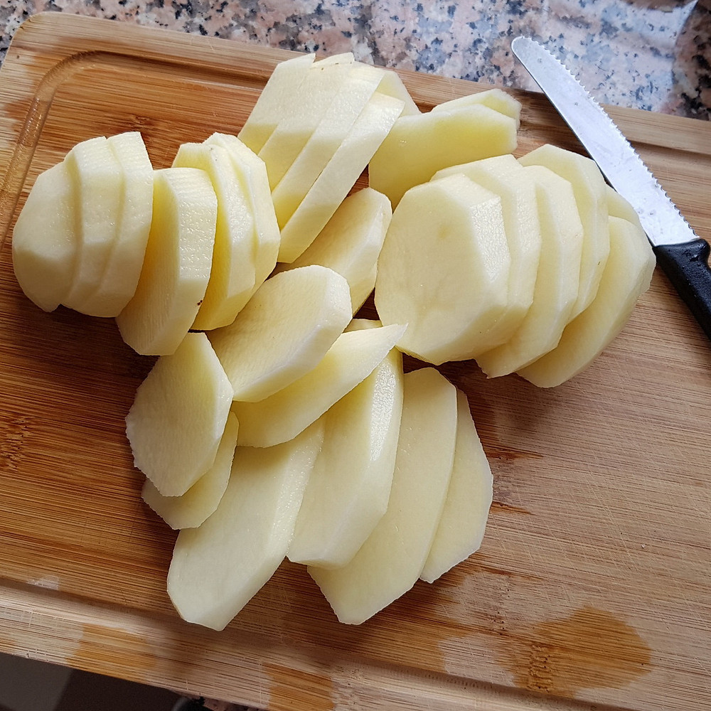 cut potatoes in thick slices