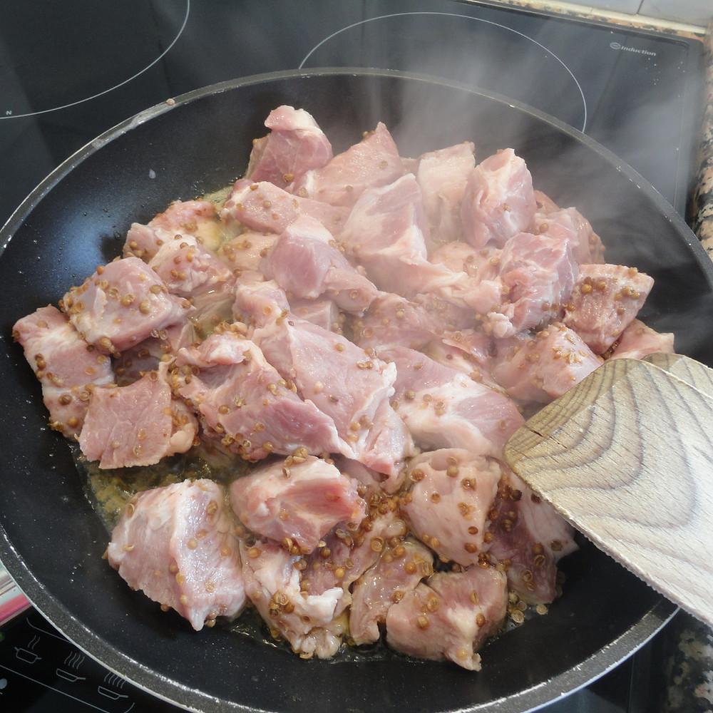 Fry pork in frying pan