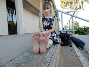 Monice Jeslene Feet