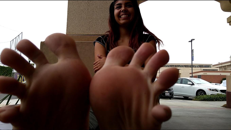 Mia's 18 year old teen feet