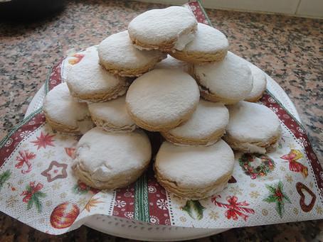Kourabiedes - Christmas biscuits