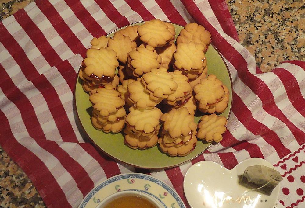 Koulourakia on a plate, tea on the side