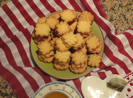Koulourakia - Biscuits with jam filling