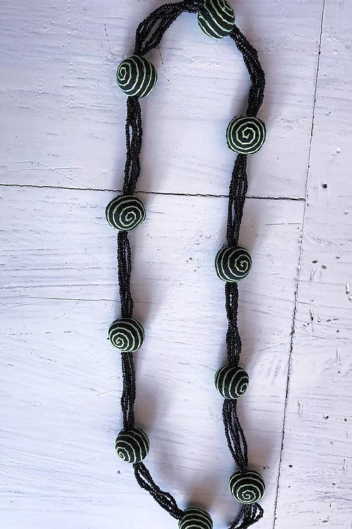 Schwarz-hellgrüne Kette