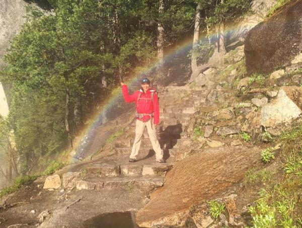 ミストトレイルと虹のアーチ