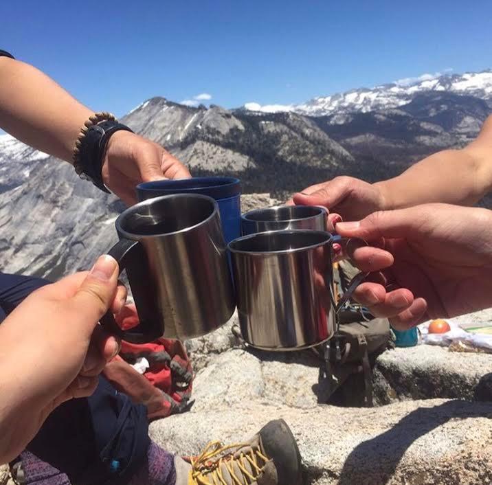 ハーフドーム山頂でのコーヒーブレイク