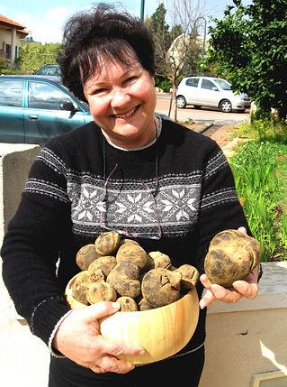 Israel Feb 07 - desert truffles 005-2 (1).jpg
