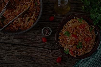 spaghetti-bolognese-pasta-with-tomato-sauce-vegeta-3PKW4NZ_edited_edited.jpg