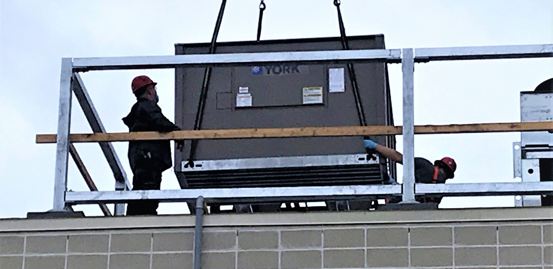On maximise l'espace en mettant de l'équipement sur le toit.