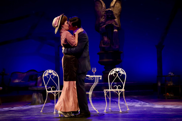 Alma and John Kiss