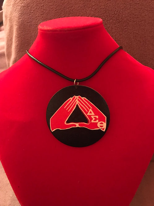 Necklace Round Red Hands Wooden