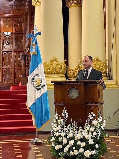 Darío Escobar recibe el Premio Carlos Mérida 2020