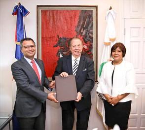 Ministerio de Cultura recibe de Excel Group proyecto de investigación