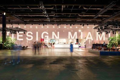 Desde una consola revestida de cachemira hasta una frondosa silla Lalanne: Design Miami / Basel