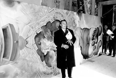 Ben Kingsley es surrealista como Salvador Dalí en el set de filmación galesa