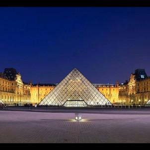 El Museo del Louvre, Paris, Francia